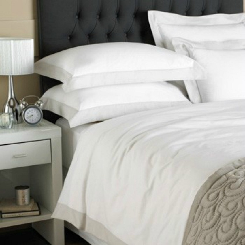 The Home Furnishings Company 100% Cotton Harvard White and Grey Double Size Duvet Cover and 2 Pillow Cases