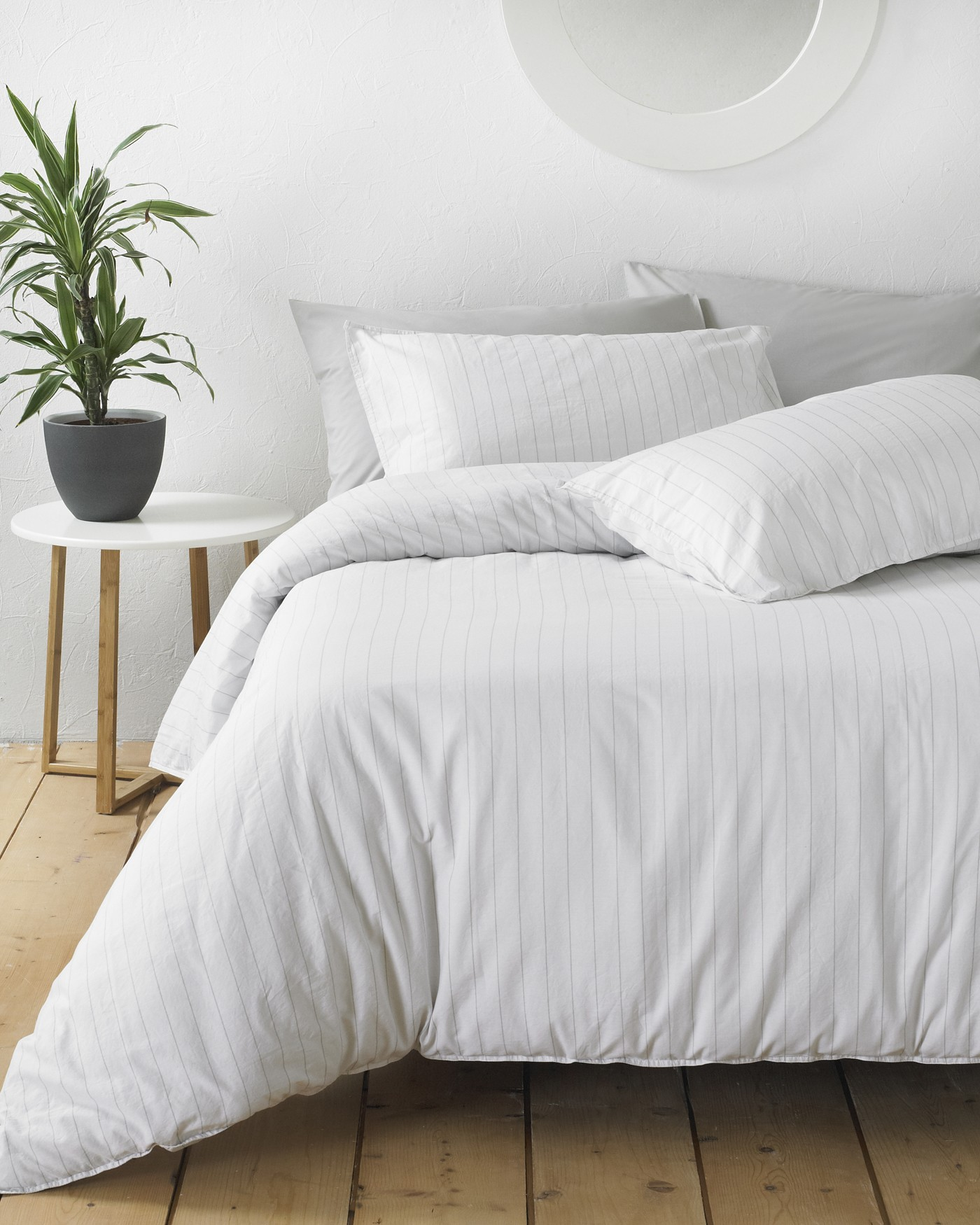 The Home Furnishings Company 100% Cotton Linear White/Grey Duvet Set