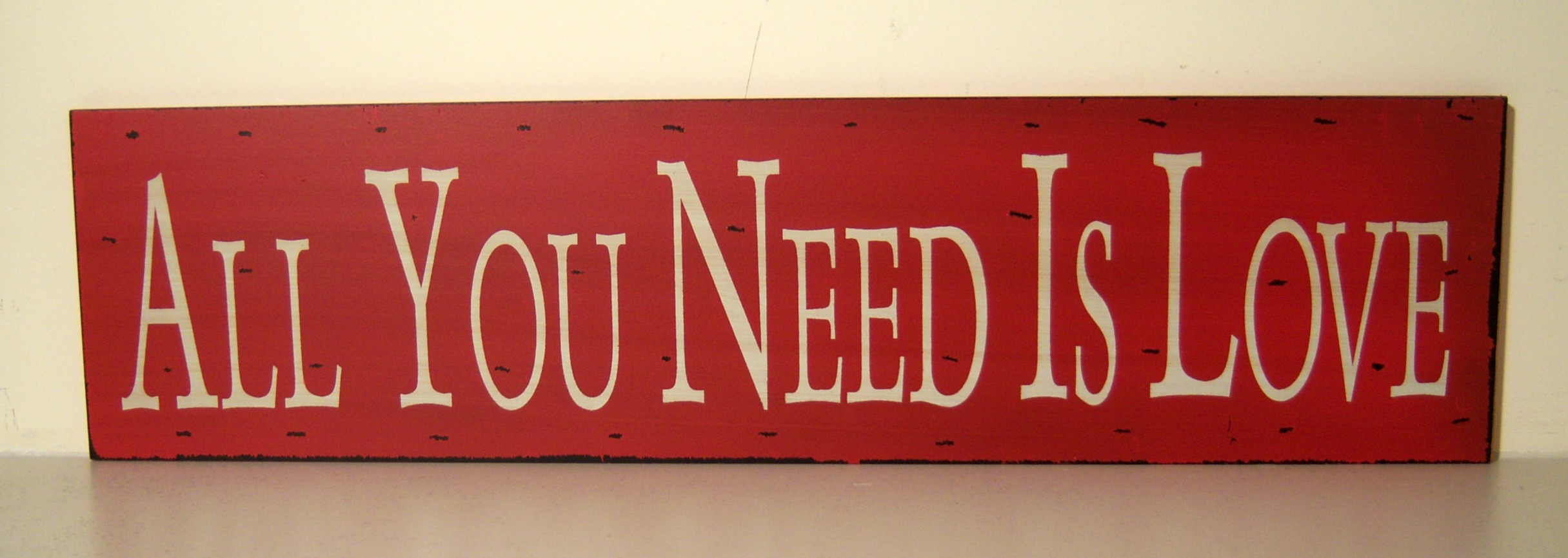 The Home Furnishings Company VINTAGE STLYE RED AND WHITE SLOGAN WOODEN WALL PLAQUE/HANGING SIGN 'ALL YOU NEED IS LOVE'