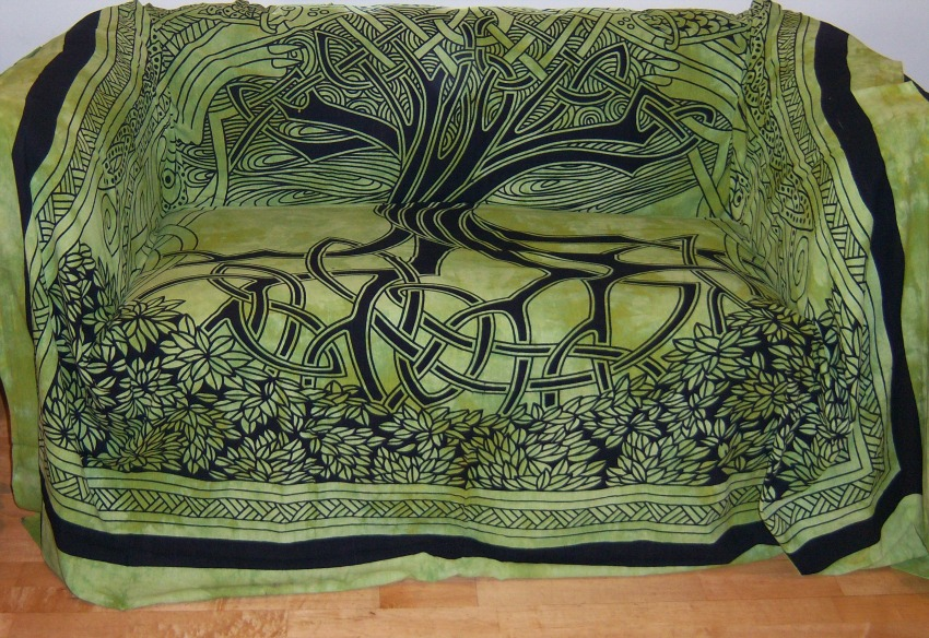 The Home Furnishings Company 100% Cotton Green Spirit of Trees Throw 210x240cms for Sofas, Beds and Wall Hangings