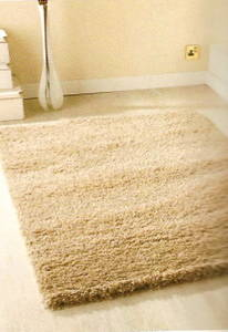 The Home Furnishings Company Natural/Ivory/Cream Shaggy Rug 120 x 160 cms.  Easy to Clean