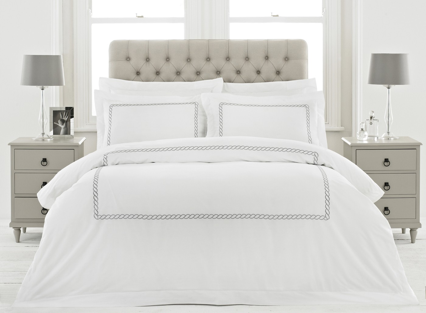 The Home Furnishings Company 100% Cotton Cleopatra White/Silver Duvet Set