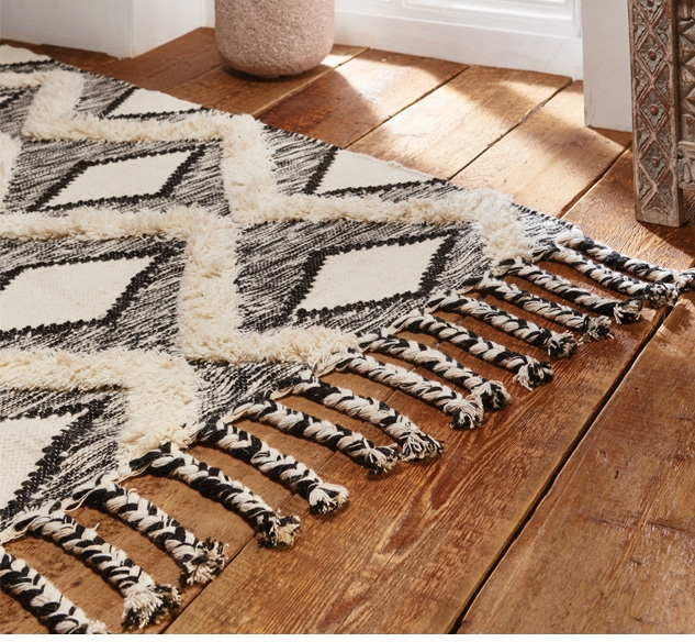 The Home Furnishings Company Black and Cream Shaggy Rug