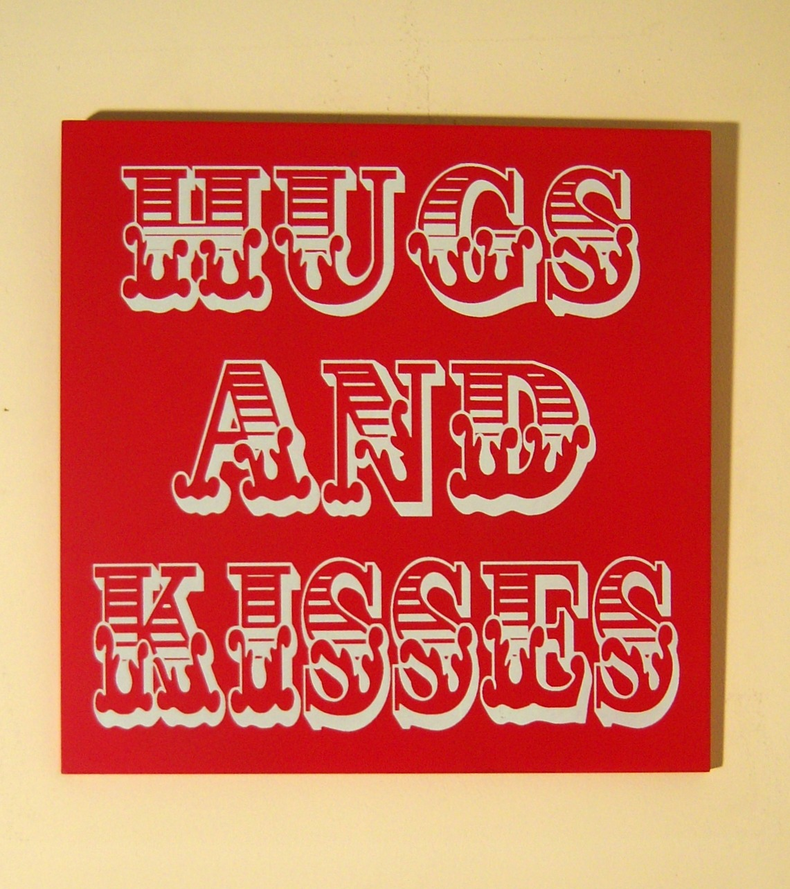 The Home Furnishings Company VINTAGE CIRCUS STYLE  WOODEN RED WALL SIGN/PLAQUE HUGS AND KISSES approx 30x30x1 cms