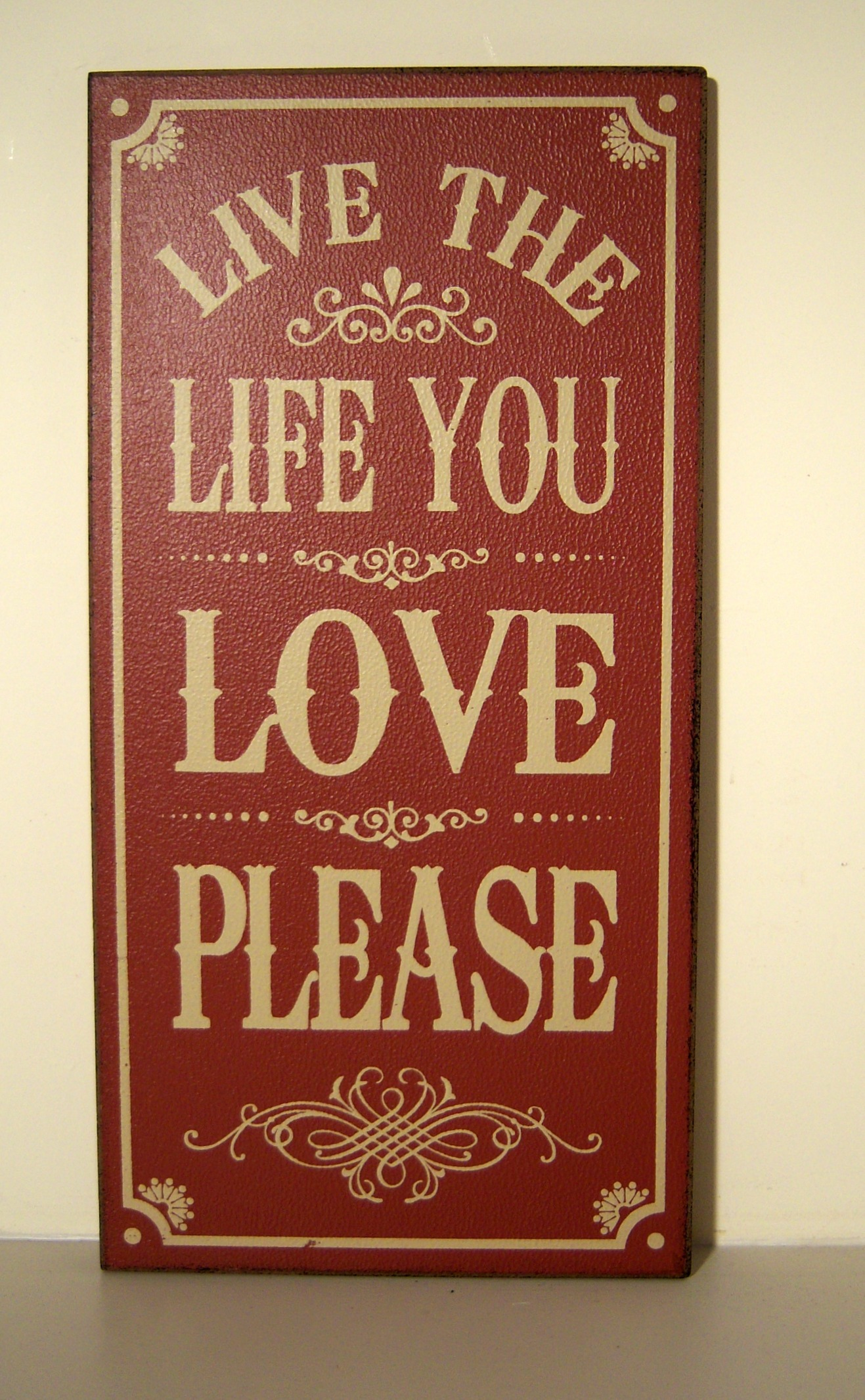 The Home Furnishings Company VINTAGE STLYE WOODEN  WALL PLAQUE/HANGING SIGN 'LIVE, THE LIFE YOU LOVE...'