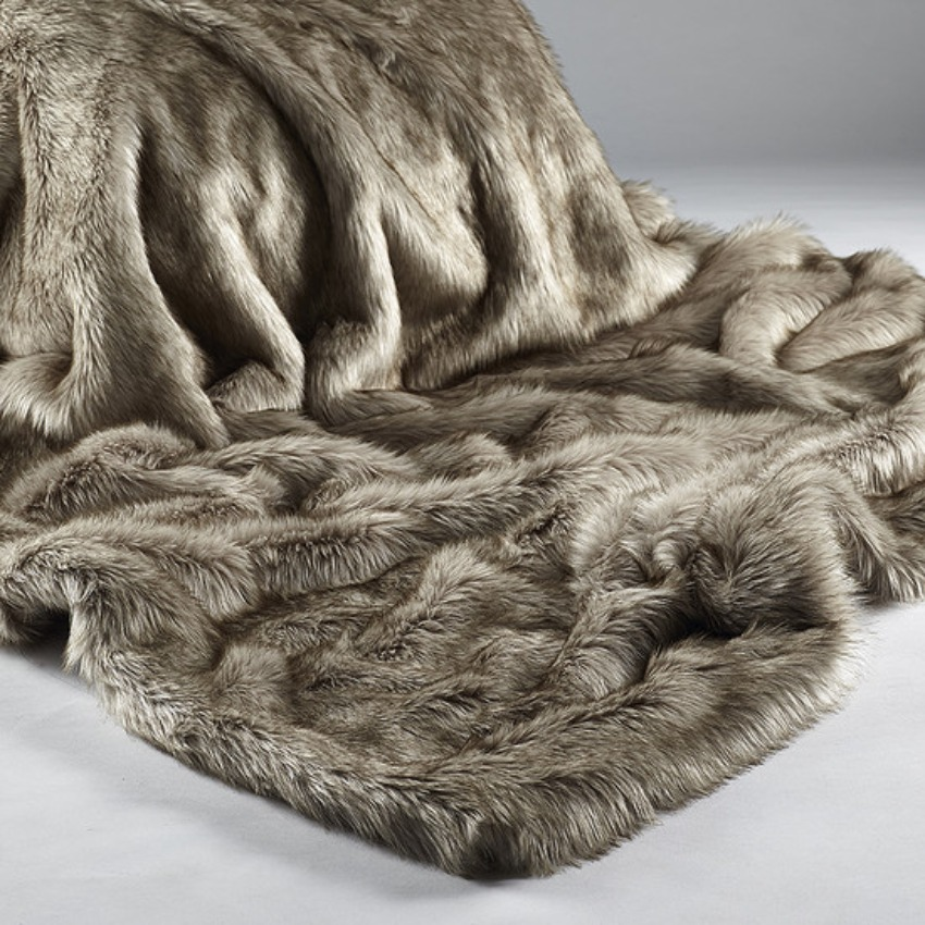 The Home Furnishings Company SIberian Wolf Luxury Faux Fur Throw 140x180 cms