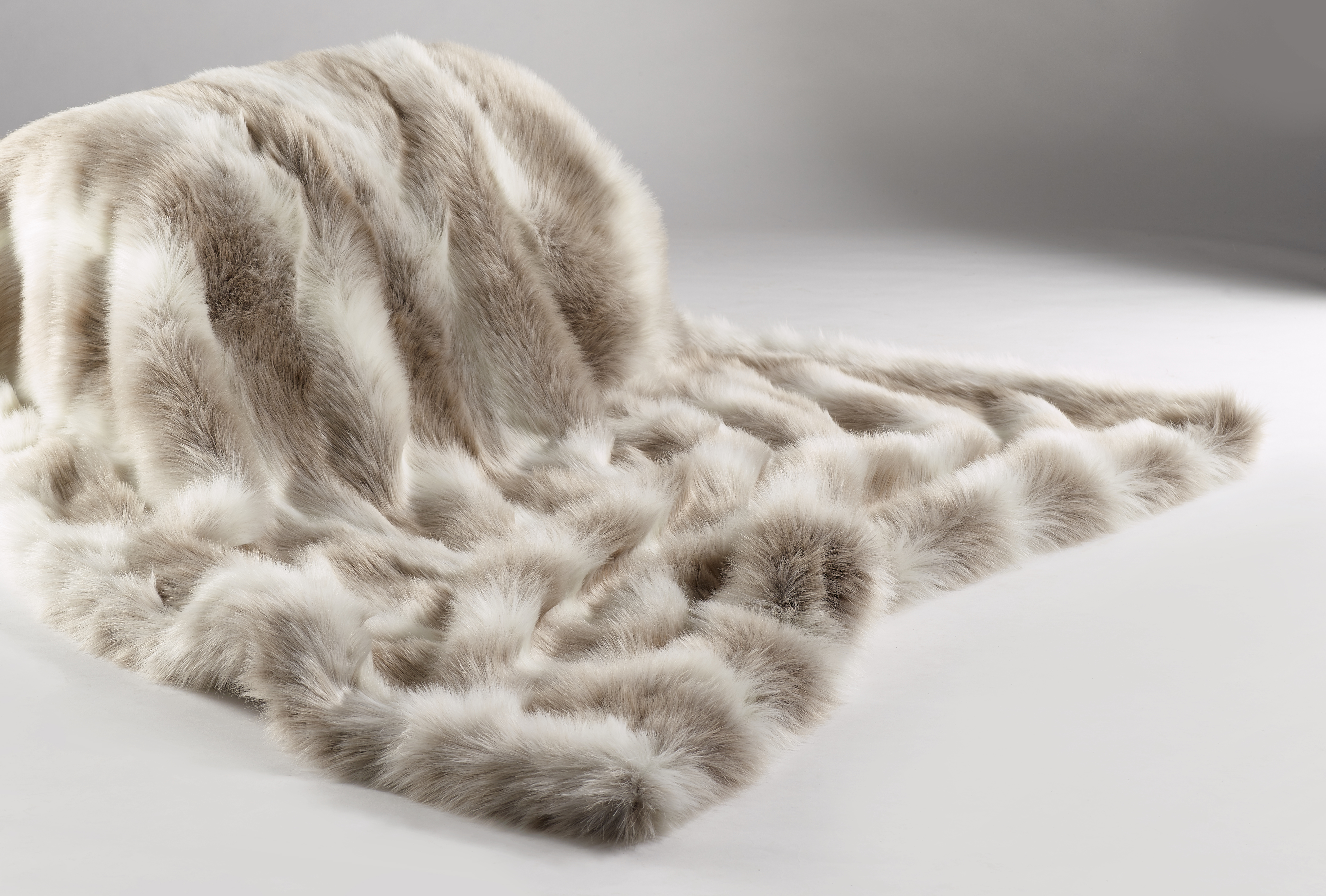The Home Furnishings Company Reindeer Luxury Faux Fur Throw 140x240 cms